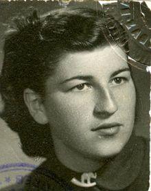 Нада Крајновић, удана Пејновић, Николина млађа сестра, снимљена 1953.