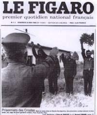 Srpski zarobljenici u Bosni koje njihovi hrvatski čuvari primoravaju da pozdravljaju fašističkim pozdravom! (Izvor: Le Figaro, 22. V 1992)